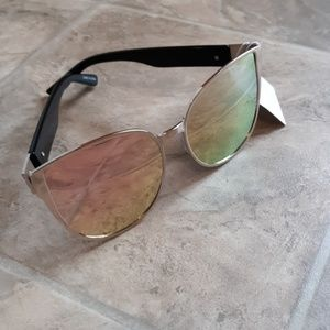 Accessories - NEW! Pink Mirrored Sunglasses w/ Matching Belt